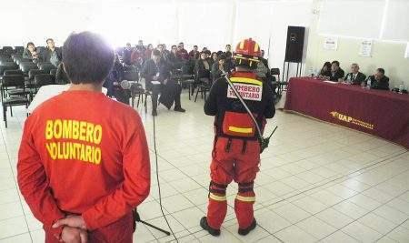 """UAP – FILIAL HUANCAYO DESARROLLA TALLER DE DEFENSA CIVIL 2019 """"RESPUESTA ANTE EMERGENCIAS"""""""
